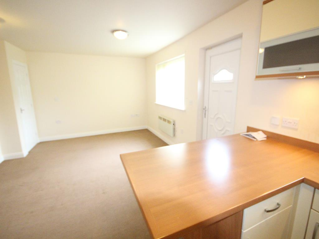 2 bedroom flat To Let in Burnley - Property photograph